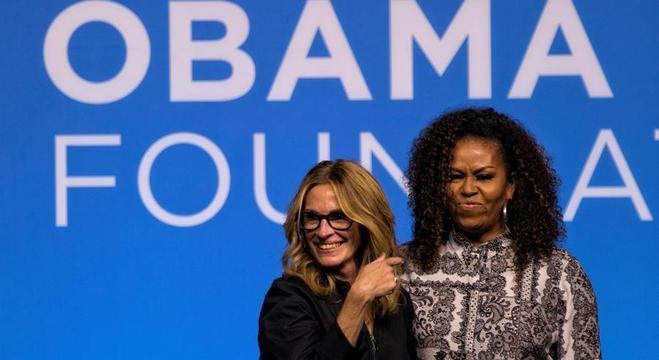 Julia Roberts e Michelle Obama durante palestra em Kuala Lumpur