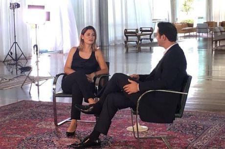 Michelle Bolsonaro recebe a equipe da RecordTV no Alvorada