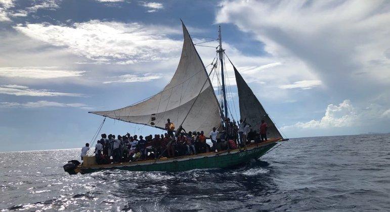 Barco com centena de haitianos é interceptado na costa dos Estados Unidos