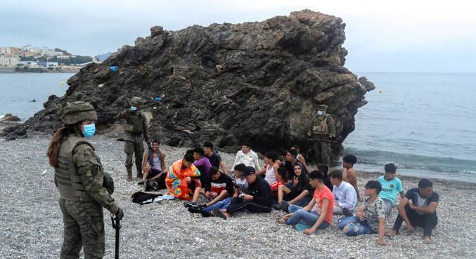 Espanha envia tropas a Ceuta após chegada de milhares de imigrantes