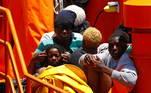 A guarda costeira da Espanha resgatou 45 migrantes na costa de Gran Canaria neste domingo, incluindo 24 mulheres e oito crianças