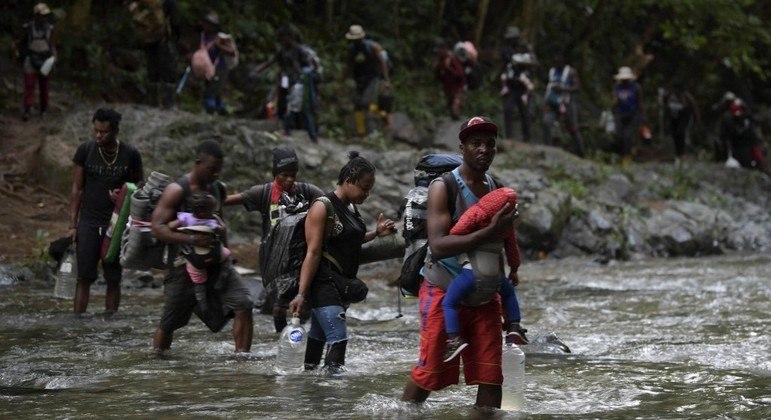 Haitianos cruzam toda a América em direção aos Estados Unidos