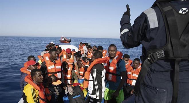 Itália permite que migrantes sejam colocados em quarentena em navios italianos