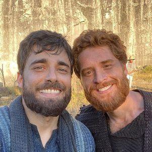 Miguel e Cirillo viraram grandes amigos nos bastidores de 'Gênesis'