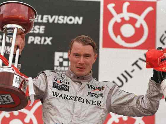 Mika Häkkinen: sofreu fraturas no crânio após um acidente na Austrália. Retornou e foi bicampeão mundial