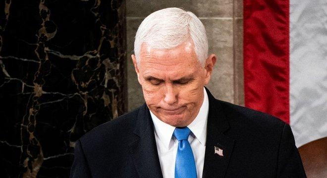 Após recusar pedido de Trump para barrar reconhecimento da eleição de Biden, Pence virou alvo de apoiadores do republicano