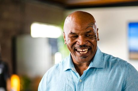 Mike Tyson apresentou forte sequência de golpes
