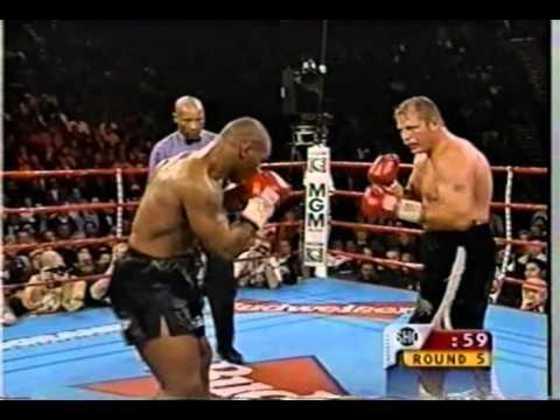 Mike Tyson venceu o sul-africano Francois Botha por nocaute no quinto assalto no dia 16 de janeiro de 1999, em Las Vegas. Foi a primeira apresentação do ex-campeão mundial desde que ele teve a licença cassada por ter mordido as orelhas de Evander Holyfield, em junho de 1997