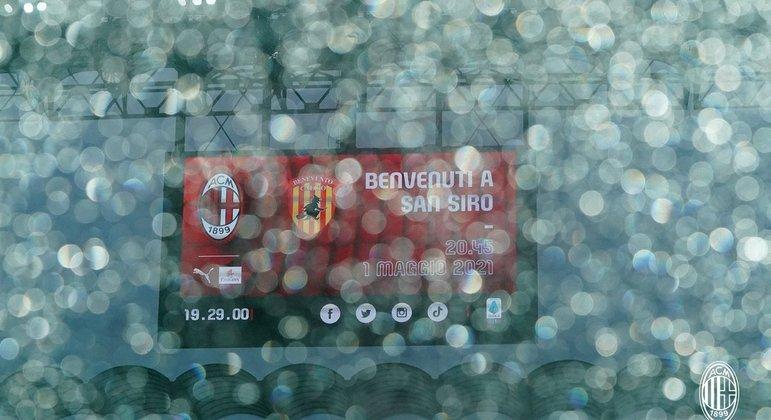 Respingos da chuva no Stadio di San Siro, do Milan