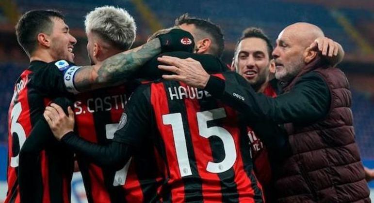 O Milan de 2020/21, sob Stefano Pioli (à direita), ainda líder e invicto