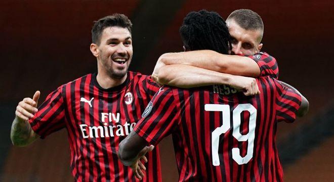 Milan 4 X 2, e de virada