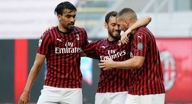 Milan 3 X 2, gol de Leão