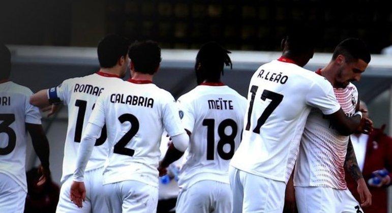 Milan, sucesso em Verona mas seis pontos atrás da Inter
