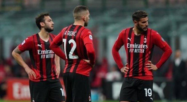 O Milan, desalento pela promoção desperdiçada em casa