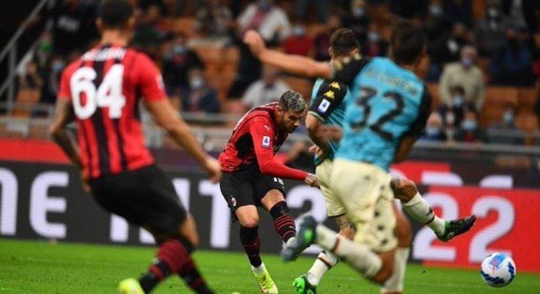 O momento do arremate de Theo Hernández, 2 X 0 em favor do Milan
