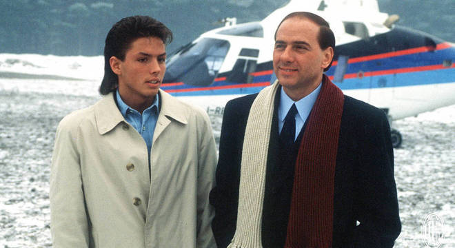Berlusconi e o filho Piersilvio, no seu primeiro dia como dono, em 1986