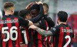 Mesmo desfalcado de seu goleador, o Milan não teve dificuldades para ganhar da Fiorentina por 2 a 0 neste domingo, em casa, em duelo da nona rodada. Com isso, o time de Milão aumentou a vantagem na liderança do Campeonato Italiano e manteve a invencibilidade no torneio.