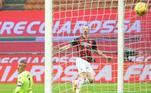 Com dois gols de Ibrahimovic e dois de Rebic, o Milan goleou o lanterna Crotone e se manteve na liderança do Campeonato Italiano com 49 pontos