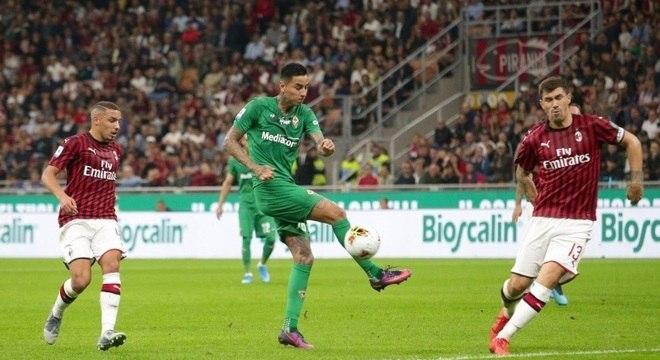Milan perde para a Fiorentina em casa e se complica no Italiano