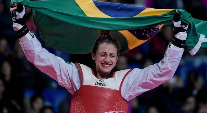 Milena é a 1ª mulher brasileira da categoria a levar medalha de ouro no Pan