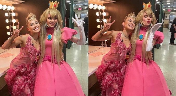 Miley Cyrus e Grimes posaram juntas nos bastidores do 'Saturday Night Live'