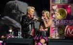 O show também contou com a participação de Billy Idol, que se apresentou ao lado de Miley