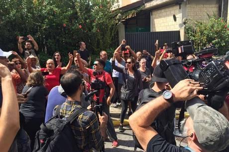 militantes pt 02032019100409060?dimensions=460x305 - Velório de neto de Lula tem militantes e família incomodada