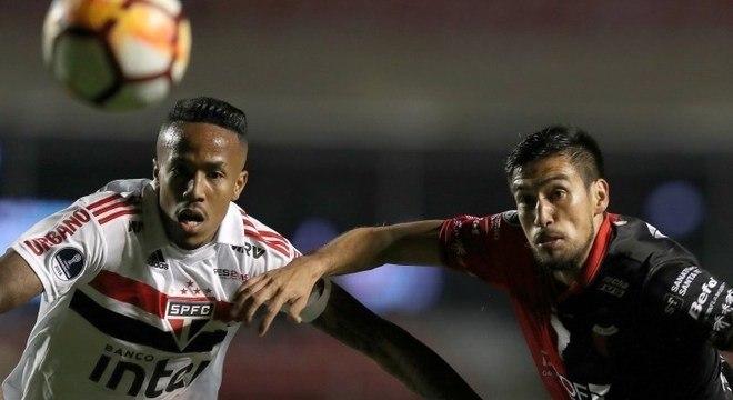 São Paulo perdeu a cabeça e não teve tranquilidade para conseguir empate no fim