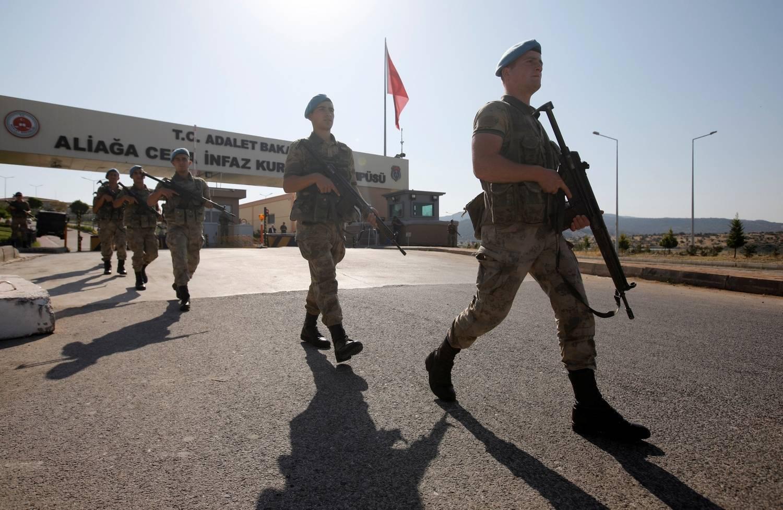 Turquia ordena prisão de 103 soldados investigados sobre golpe