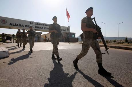 Até o momento, 74 pessoas foram detidas