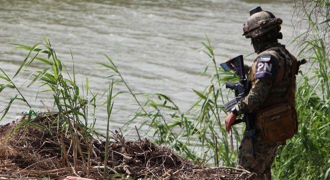 Os corpos foram encontrados na margem do Rio Grande, entre as cidades de Matamoros (México) e Brownsville (EUA)
