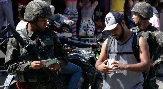 Pela primeira vez desde o fim do regime militar há um estado sob intervenção federal, o Rio de Janeiro