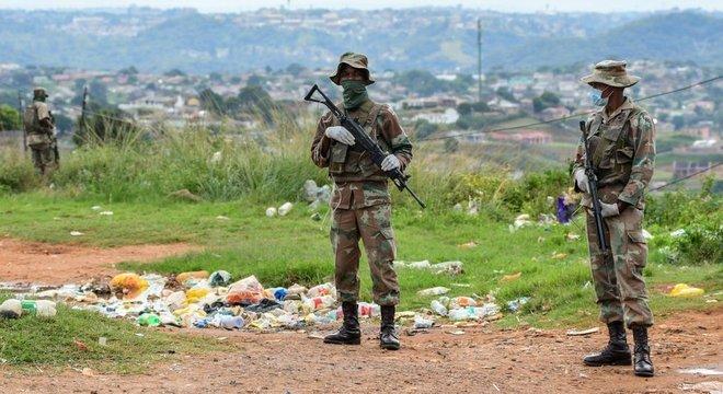 A África do Sul enviou o Exército às ruas para reforçar a quarentena