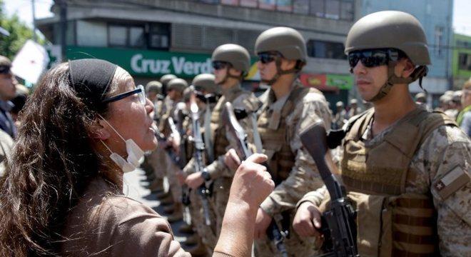 Piñera defende sua decisão de usar o Exército para conter os protestos