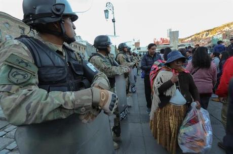 Forças Armadas e polícia retomam operações