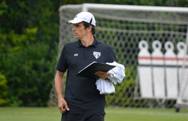 Milton Cruz (2010) - Foi novamente chamado para assumir como interino. Comandou o time por uma partida.