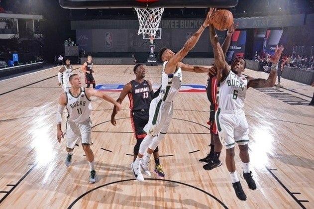 Milwaukee Bucks e Miami Heat iniciam nesta segunda-feira uma das semifinais da Conferência Leste. Time de melhor campanha da temporada regular, Bucks encontrou dificuldades contra o Heat, em 2019/20. A equipe de Miami pode surpreender.