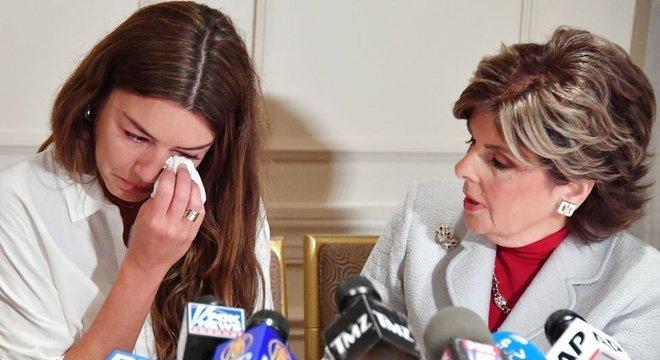 Mimi Haleyi (esq.) é uma das mulheres que acusaram Weinstein de assédio sexual