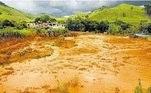 No dia 10 de janeiro de 2007, a barragem de São Francisco se rompeu, na zona rural de Miraí, município do Estado de Minas Gerais. Com concentração de resíduos de bauxita, o desastre causou danos ambientais como inundação de trechos de áreas agricultáveis, mortandade de peixes e desabastecimento de água nas cidades vizinhas