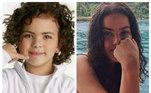 Após 10 anos de reclusão, Ana Paula Arósio voltou para a TV em uma campanha publicitária, exibida na terça-feira (25), eos fãs não esconderam o entusiasmo com a novidade. Diante da repercussão, muitos lembraram do comercial feito pela artista em 2004 ao lado de Rafaela Romulo, atriz que interpretou a versão mirim deAna Paula Arósio em uma propaganda de telefonia. Rafaela cresceu, 16 anos se passaram, mas ela continua sendo lembrada como a