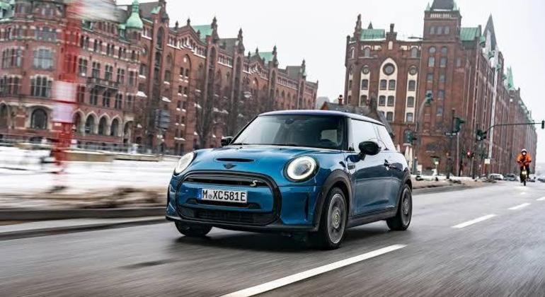 Vale a pena testar mas é preciso sobretudo compreender que o uso do Mini Cooper S E é eminentemente urbano