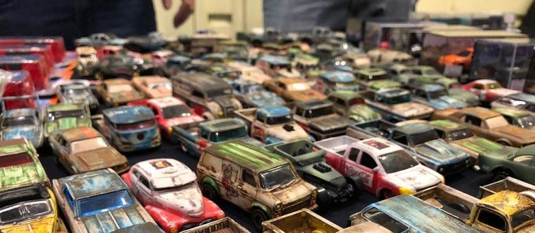 Centenas de carrinhos ao estilo Hood Ride, onde a ferrugem dá um charme especial aos modelos