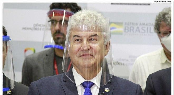 "Ministro da Ciência e Tecnologia, Marcos Pontes, usa máscara ""face-shield"""