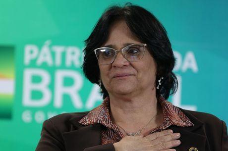 A ministra Damares Alves