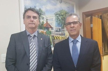 Bolsonaro e o almirante Bento Albuquerque Junior