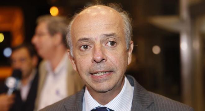 Ministro da Defesa, Javier García anunciou as novas regras nesta quarta