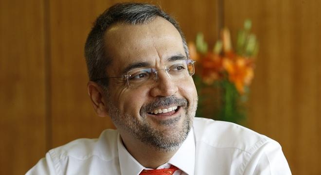Ministro Abraham Weintraub prepara volta de 'olavistas'