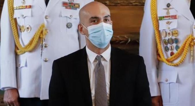 Ministro deixa o cargo após crise e críticas sobre condução da pandemia