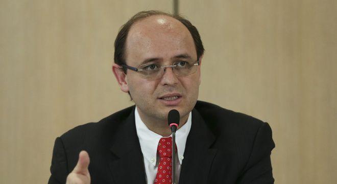 """""""Temos públicos distintos que buscam a EaD e a presencial"""", Soares"""