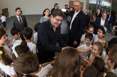 Ministro israelense é recebido em escola de São Paulo
